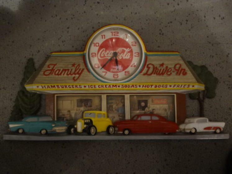 CocaCola-Uhr: Family Drive-In