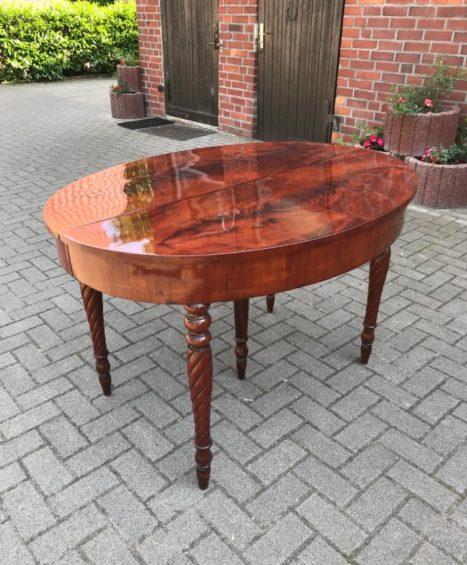 Tisch Biedermeier 1840 Mahagoni, ausziehbar für 12 Personen