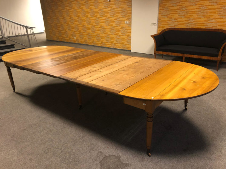 Biedermeier Tisch ausziehbar, Nussbaum u. NB-furnier